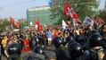 Денис Луцкевич на Болотной (в центре, в первом ряду). Кадр видео