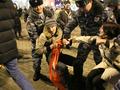 Задержание Игоря и Анны Щуки на Триумфальной 31.12.2013. Фото Евгении Михеевой/Грани.Ру