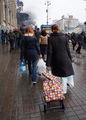 Киевляне несут еду на Майдан 19 февраля. Фото Дмитрия Борко