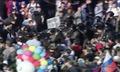 """Группа полицейских движется сквозь толпу. Начало эпизода Ильи Гущина. Кадр видеосъемки телеканала """"Москва-24"""" из """"Болотного дела"""""""