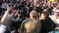 """Илья Гущин тянется рукой к полицейскому. Кадр видеозаписи """"Nevex TV"""" из """"Болотного дела"""""""