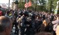 """Пожилая женщина кричит, зажатая среди полицейских. Кадр видеосюжета """"Nevex TV"""" из """"Болотного дела"""""""