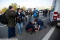 """""""Скорая"""" оказывает помощь пожилой женщине. Фото Vitaliy Ragulin (dervishv.livejournal.com)"""