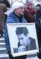 Андрей Миронов с портретом убитого Станислава Маркелова. Фото Андрея Налетова