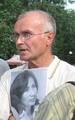 Андрей Миронов с портретом Натальи Эстемировой. Фото Андрея Налетова