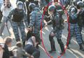 Эпизод избиения Гаскарова. Фото участника демонстрации